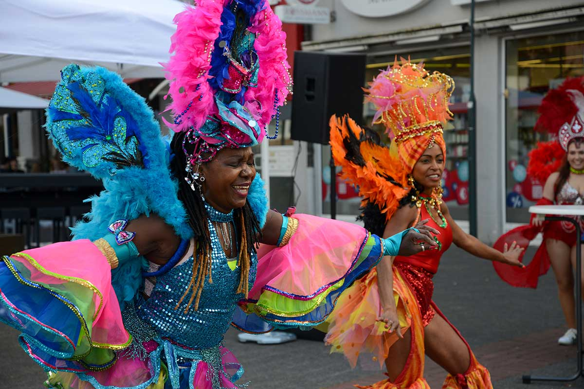 Kubanische Tänze auf dem Markt